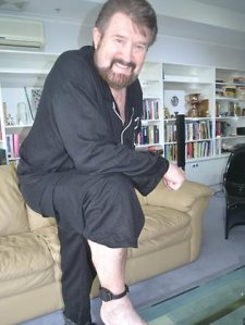 Hinch shows off his ankle jewellery from his 2011 home detention for naming 2 sex offenders